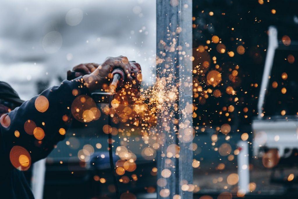 bénéfices de l'intelligence artificielle dans le secteur de l'industrie